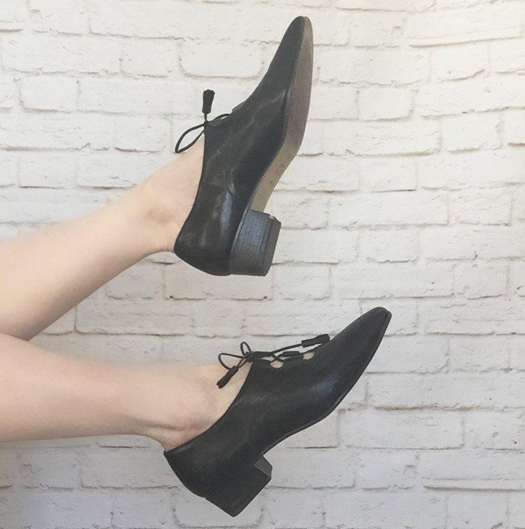 cd0f4804e6e35 Vintage 90s Does 60s Lace-Up Vamp Black Granny Shoes Low Heel Pumps ...