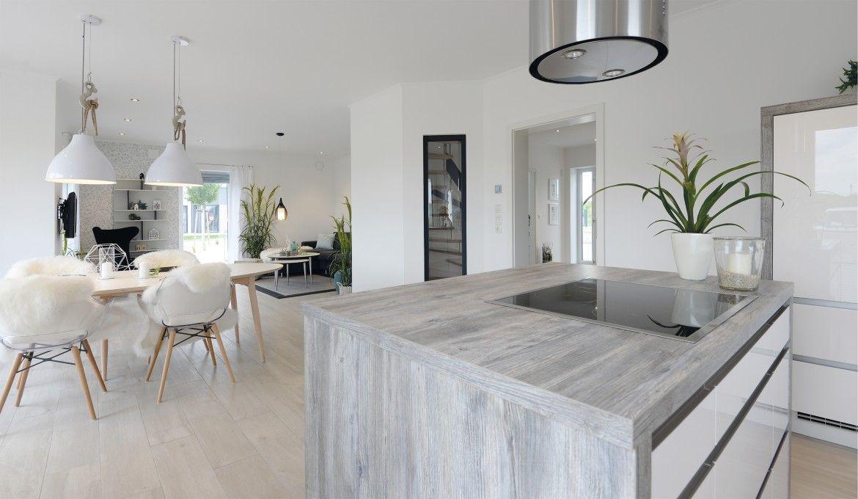 Offene Küche mit Esstisch skandinavischer Stil - Inneneinrichtung ...