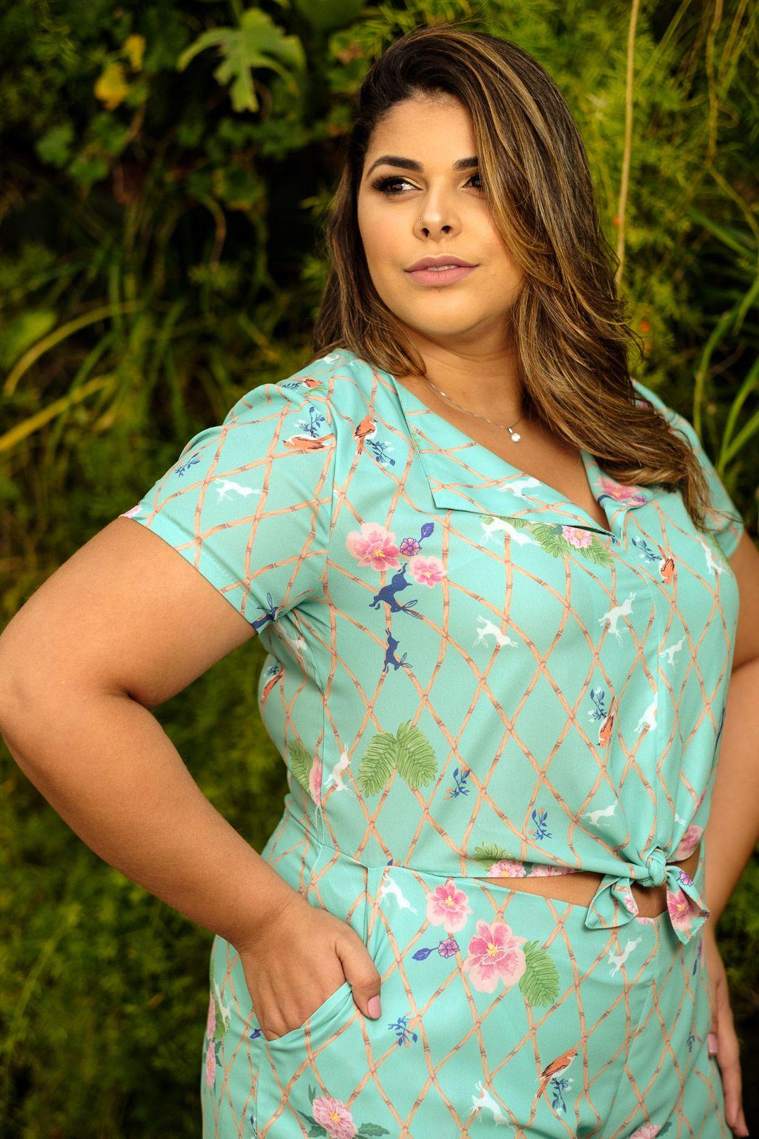 cefc326b33 macaquinho Plus Size estampado www.bellebellemodaplus.com.br Roupas Tamanhos  Grandes