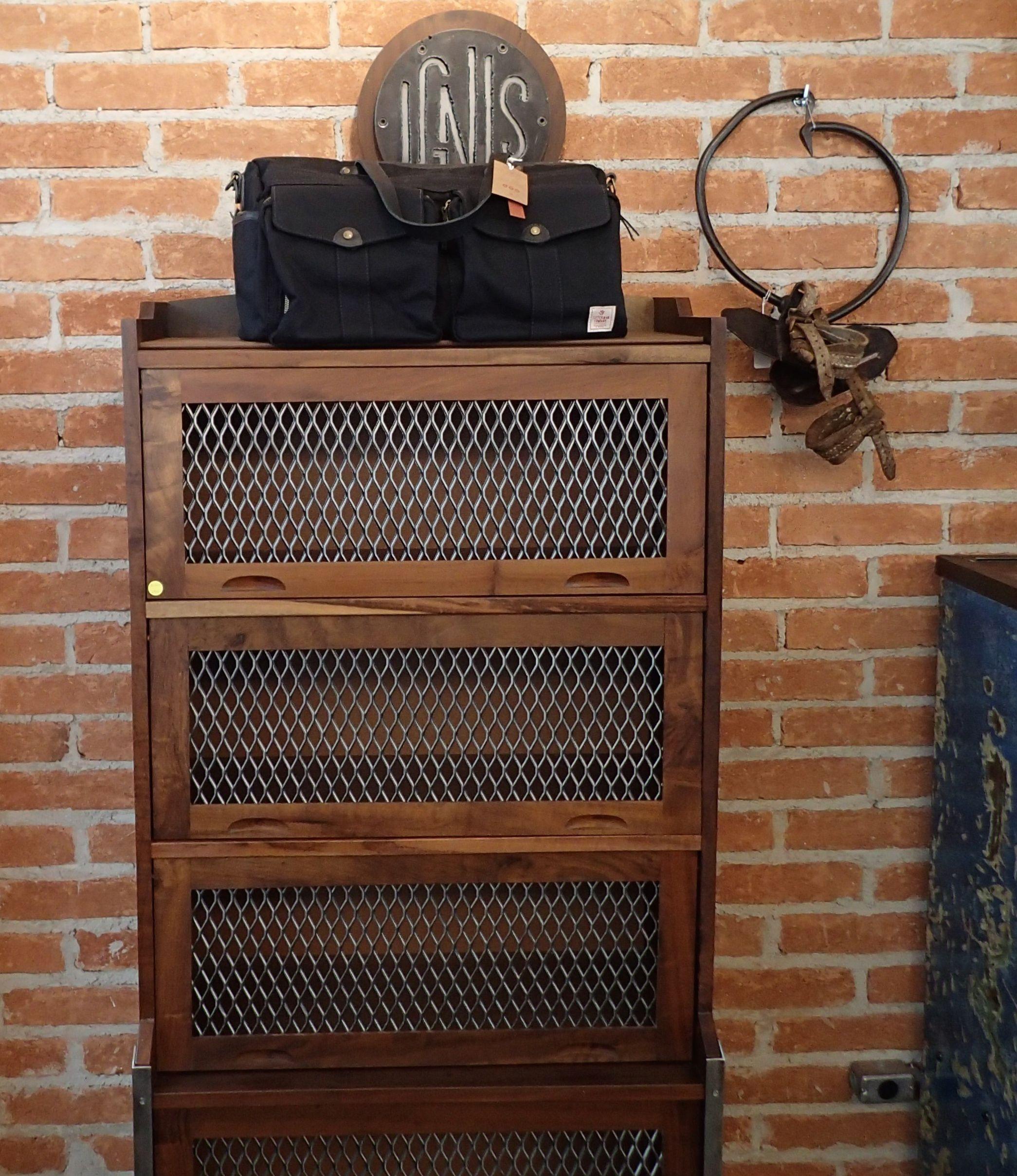 Estante Miele www.desmobilia.com.br