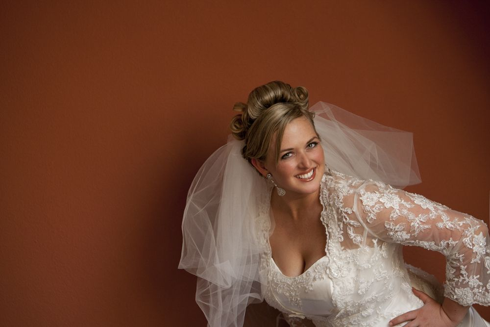 Flattering Poses for the Plus Sized Bride