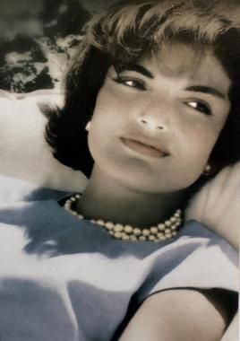 Jackie in blue....I have loved Jackie Kennedy since I was a little girl, something about her, particularly in this picture reminds me of my mom <3