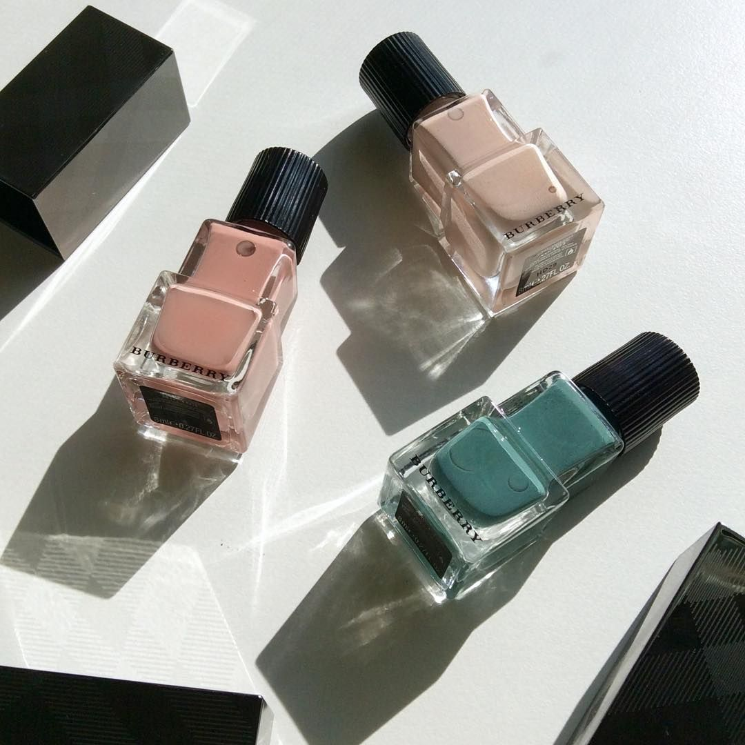 Burberry Spring'17 nail polishes Nude pink 101, Tea rose 403, Stone green 433.