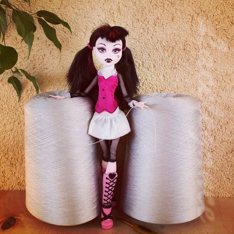 Starting new dress of Filati Buratti pearl gray silk 3000m/100g 1kg. Need to combine 8 strands together to get 375m/100g. Берусь за новое платье из шелка от Filati Buratti. Цвет - серый жемчужный 3000м/100г. Буду вязать в 8 сложений начинаю перематывать =) #crochetstagram #вязаниекрючком #monsterhigh #жемчужный #crochetlove #вяжу #instacrochet #пряжа #silkdress #шелк #instacrochet #монстерхай #crochetpattern #шелковоеплатье платье #crochetaddict #кружево #налето #люблювязать #ravelry…