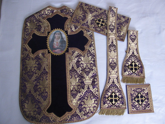 I have a soft spot for our lady of sorrows . . . beautiful set.  I especially like the contrast in the chasible.