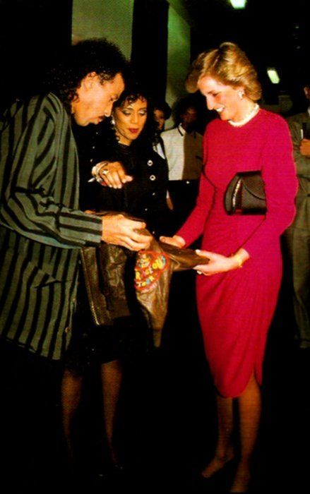 1987-05-06 Lionel Richie presents Diana with two leather jackets for William and Harry after his Concert at Wembley in aid of the British Institute of Florence and the Prince's Trust