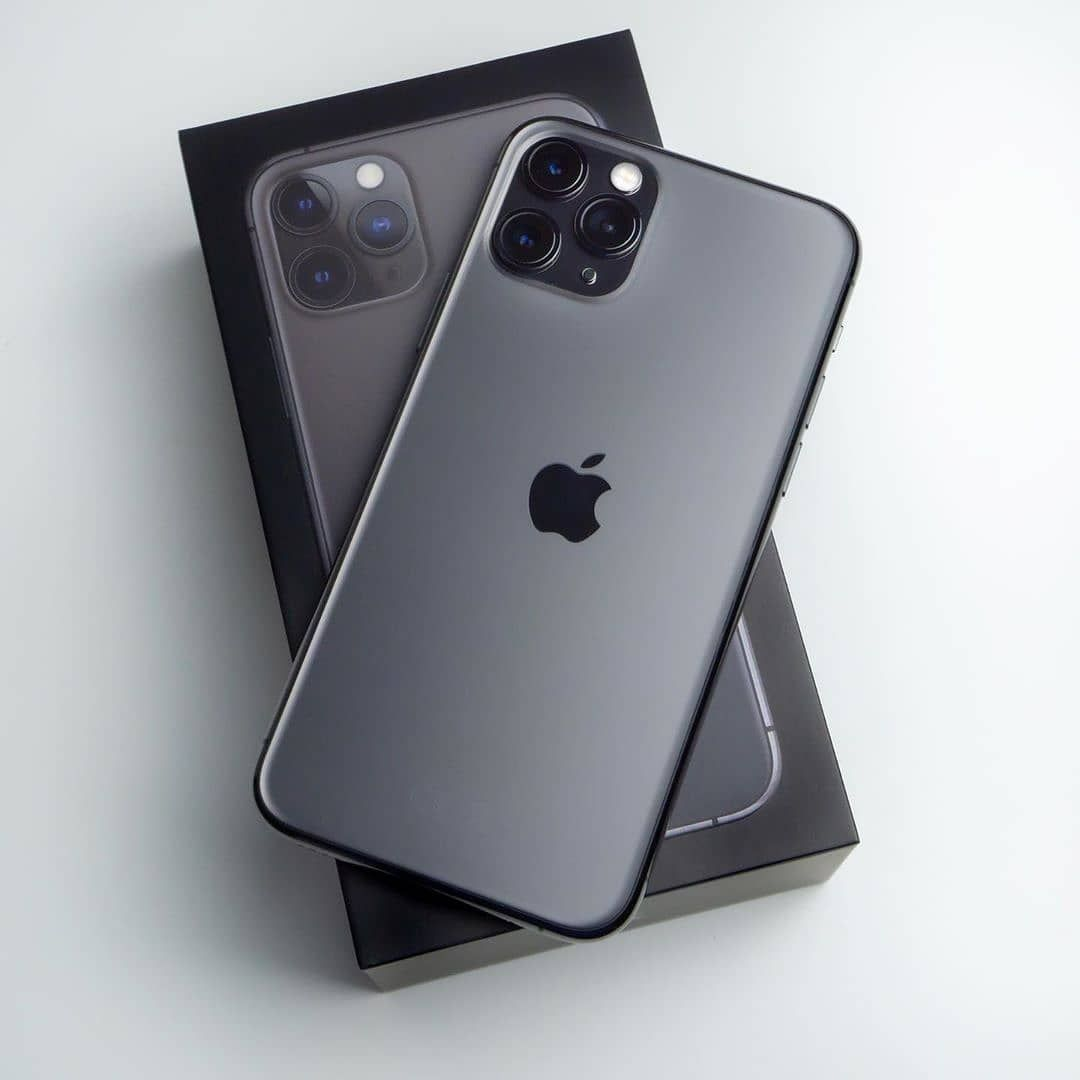The iPhone 11 pro Max space Grey!! 😍 Comment below