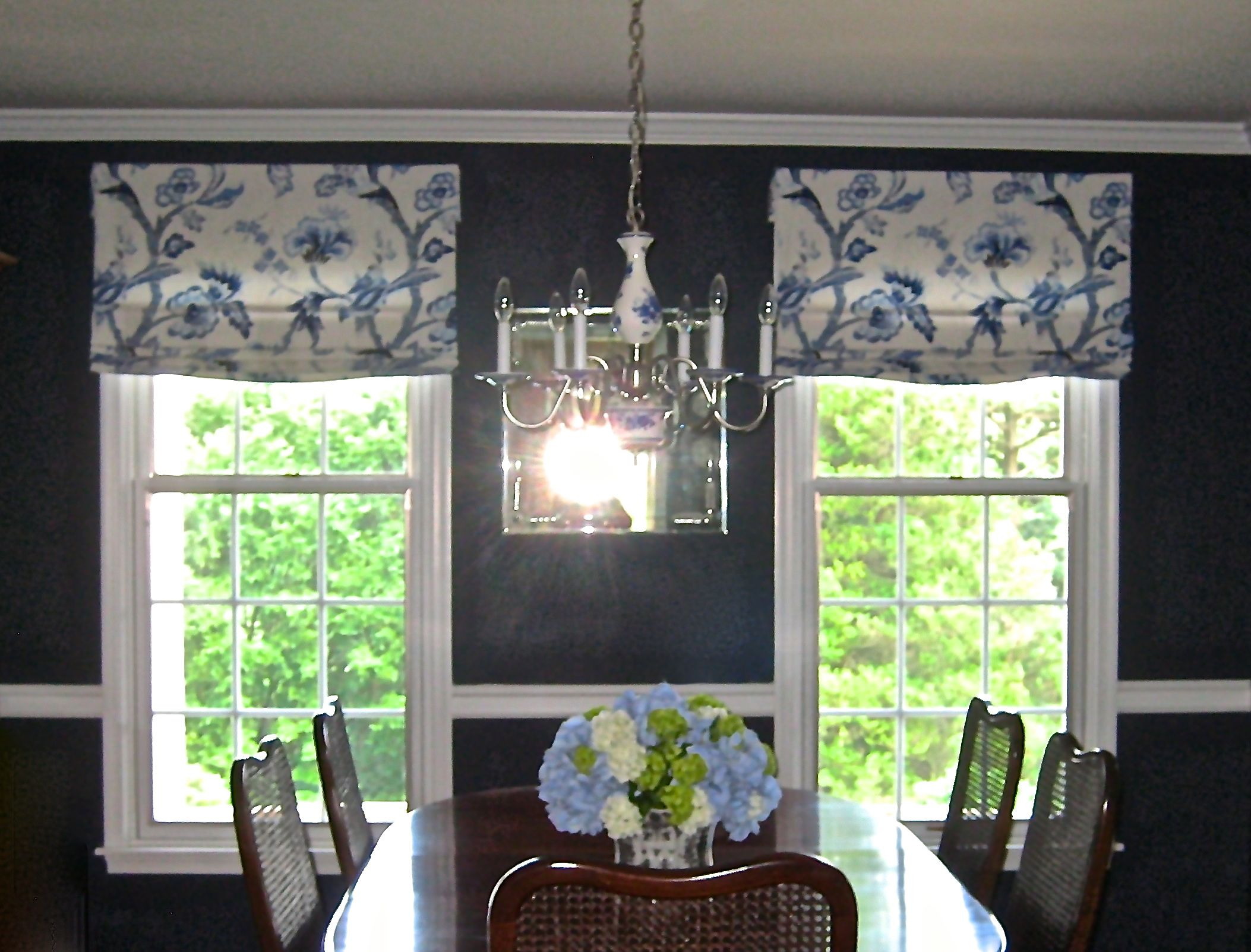 Blue And White Relaxed Roman Shades In A Traditional Dining Room Www Drapery Design Com Drapery Designs Window Styles Custom Window Coverings