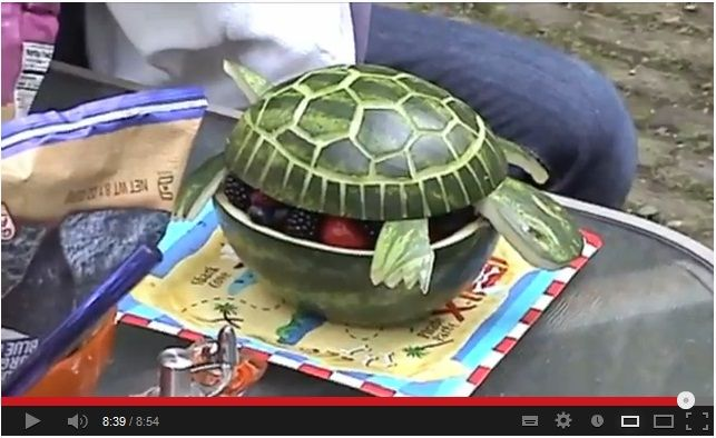 How to Make Watermelon Animals? Watch here: http://awesomefood1.blogspot.co.il/2013/04/how-to-make-watermelon-animals.html