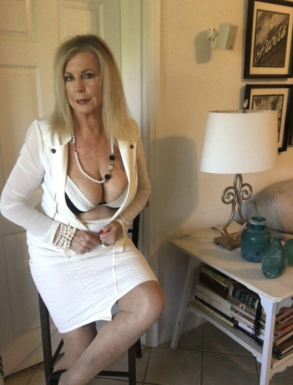 Ideal Nude Rude Mature Women Gif