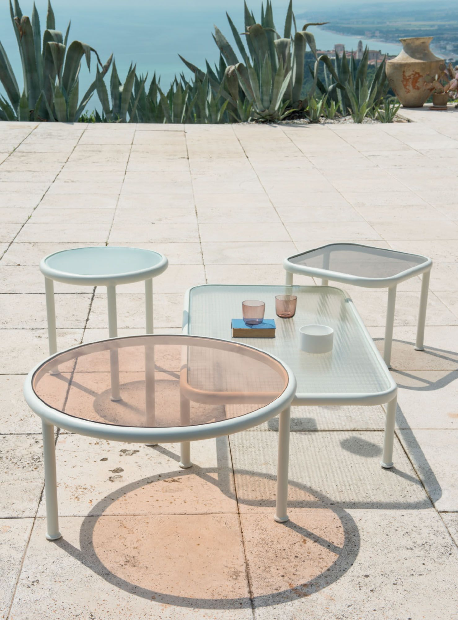 Table basse ronde h50 dock | Mobilier de jardin | Pinterest | Emu