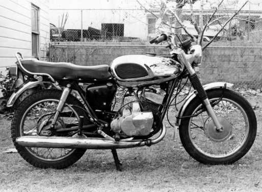 1971 Bridgestone 350 Gto Bridgestone 350 Gto Introduced In 1969 The Bridgestone 350 Gto Was The Scrambler Version Bridgestone Classic Motorcycles Classic Bikes