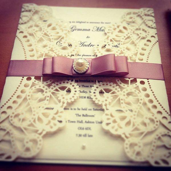 Romatische Spitze Einladungskarten Zur Hochzeit Mit Rosa Band Und Diamanten  DIY Hochzeitseinladungen Mit Spitzen Und Bändern