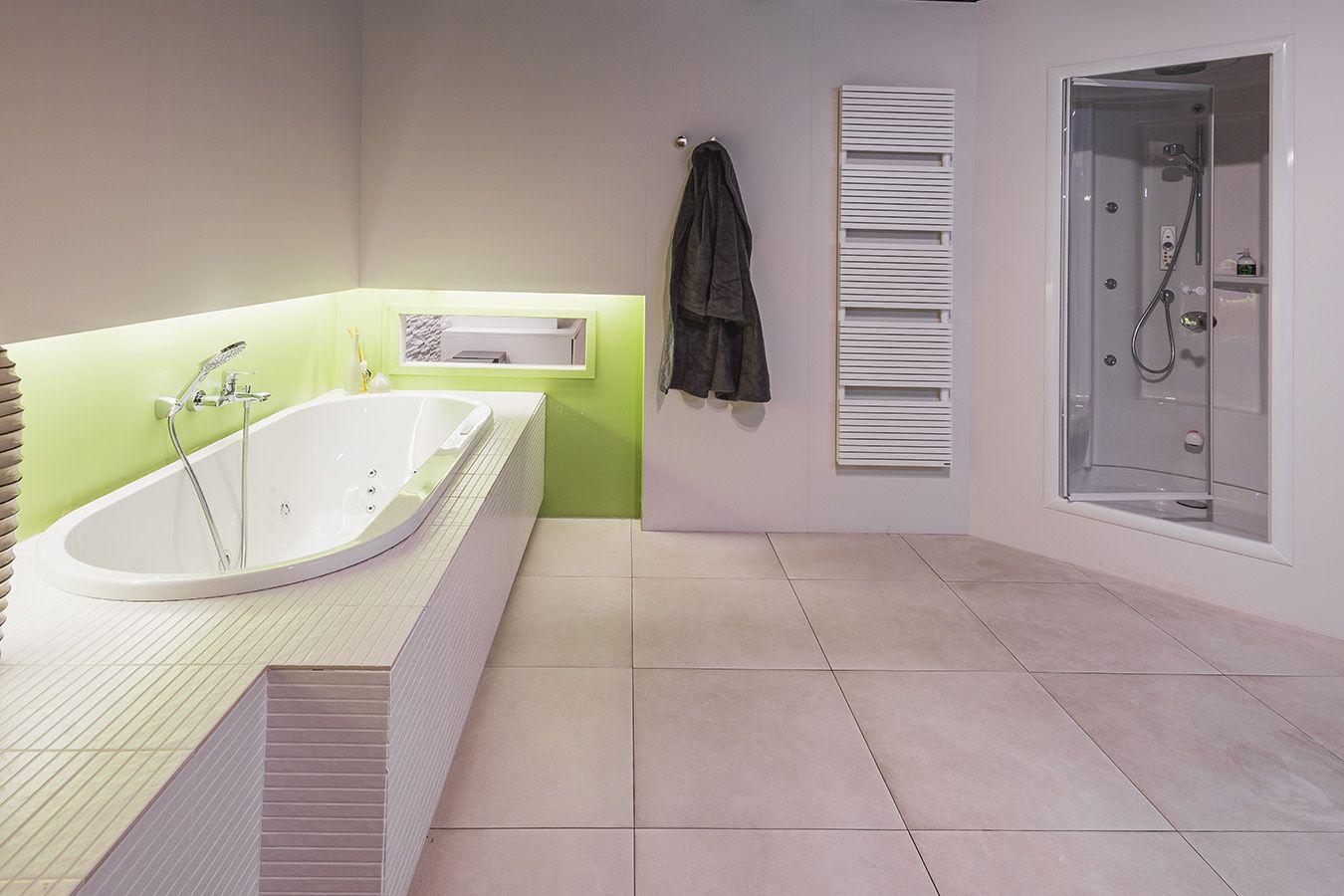Geef je badkamer een eenvoudige makeover door wat kleur toe te ...