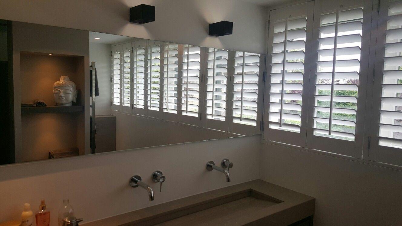 Kunststof shutters speciaal voor in de badkamer. | Shutters | Pinterest