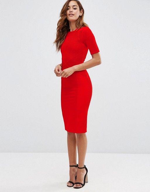 Figurbetontes Kleid mit strukturiertem Rippdesign und Säumen ...