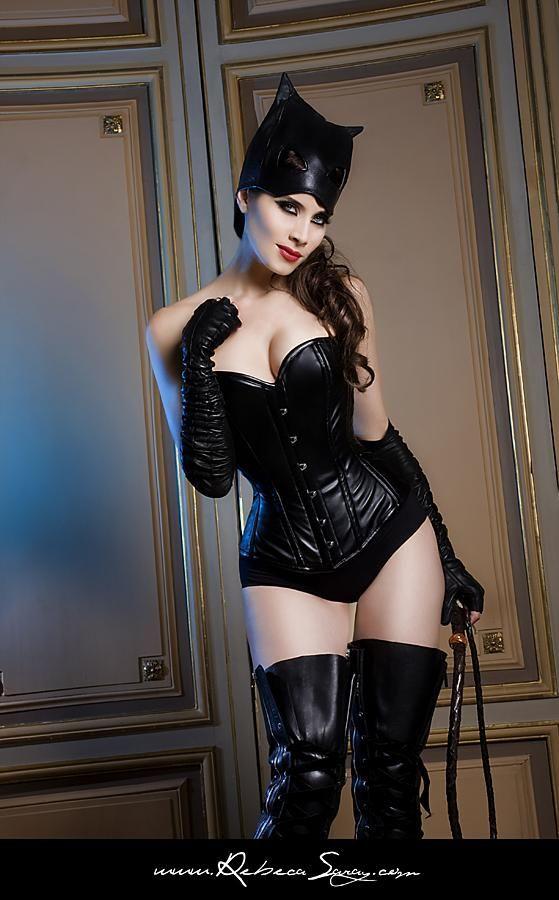Pilar Rubio de Catwoman Happy Halloween