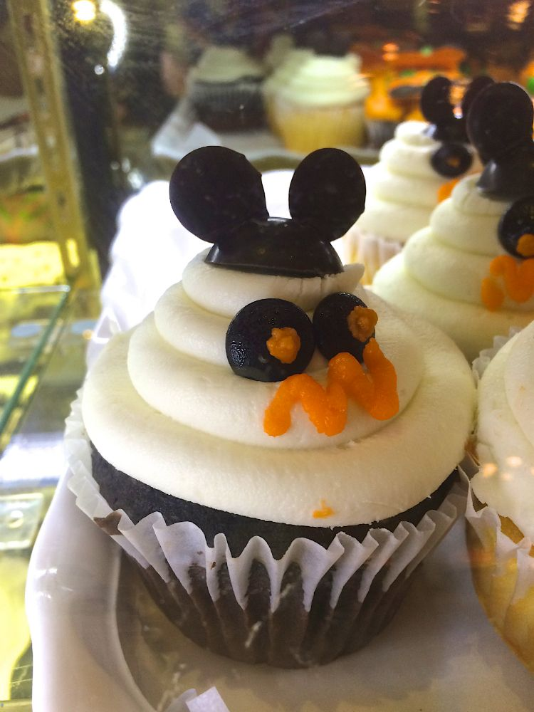 Mickey Ghost Cupcake! — The Queen of Swag!