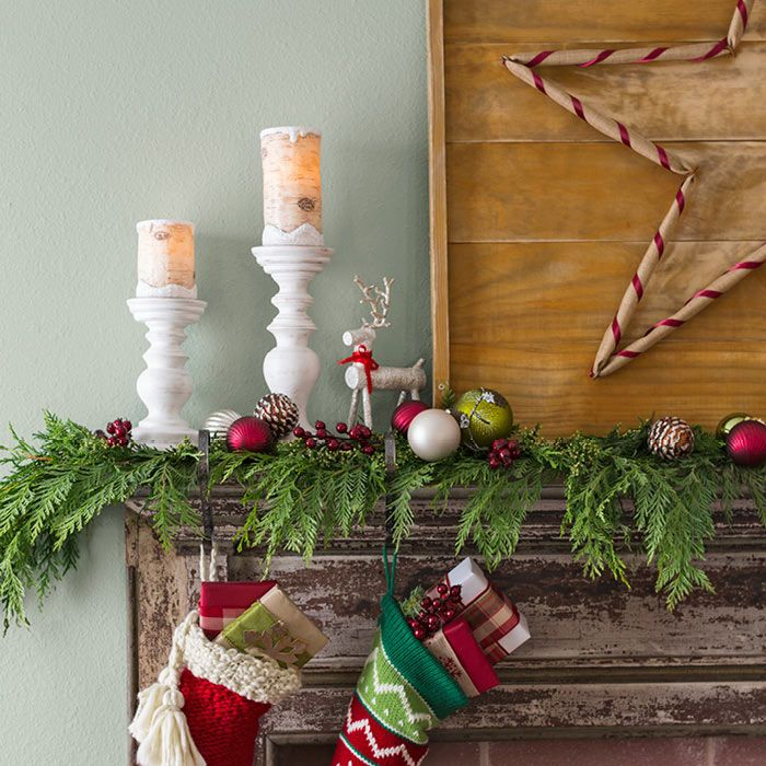 Mantel with Christmas decorations Christmas ideas Pinterest - christmas decorations for mantels
