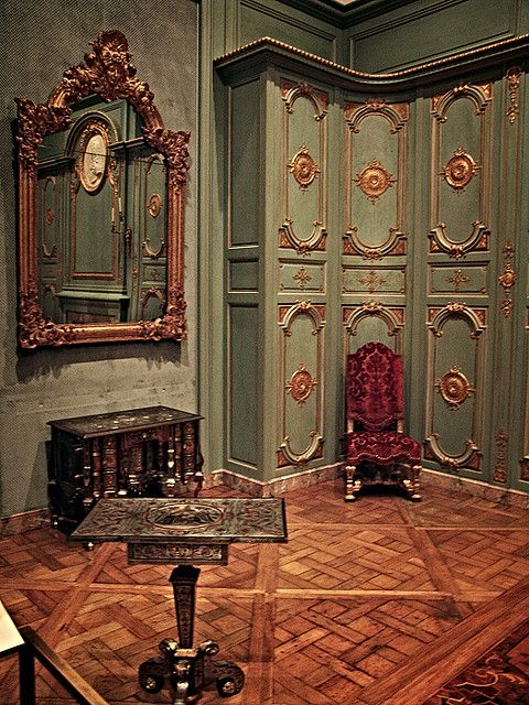 Barque Decor Living Room: French Interior, Rococo