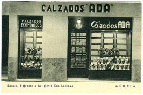 """Fotografía de la fachada de Calzados """"Ada""""1920 https://www.facebook.com/photo.php?fbid=10206543997534504"""