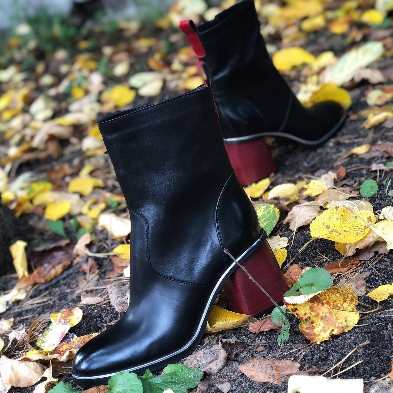Przedstawiamy Nasz Najnowszy Model Czerwony Obcas I Srebrny Otok Podeszwy Na Pewno Przykuja Uwage Tej Jesieni 7milshoes Newshoes In 2020 Shoes Ankle Boot Boots