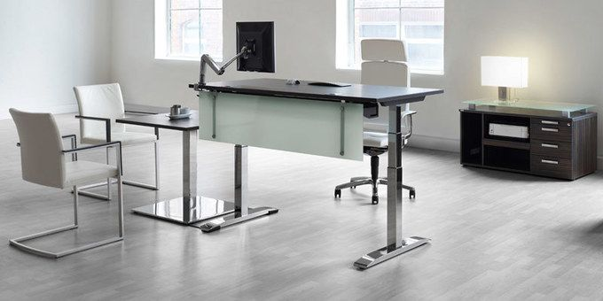 Höhenverstellbare Schreibtische und Steh-Sitz Tische