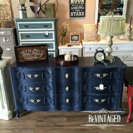 Stunning Refinished French Provincial 9 Drawer Dresser