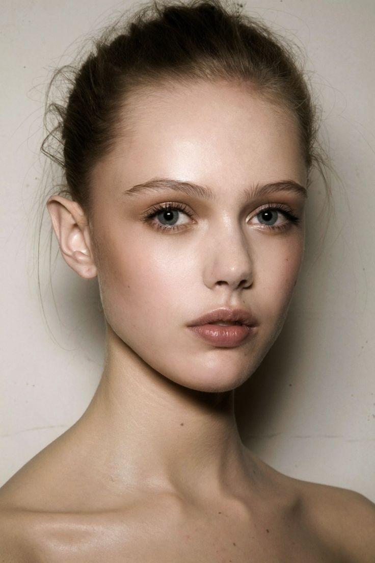 Minimalistisch make up trends nude lippen natürlich  Makeover