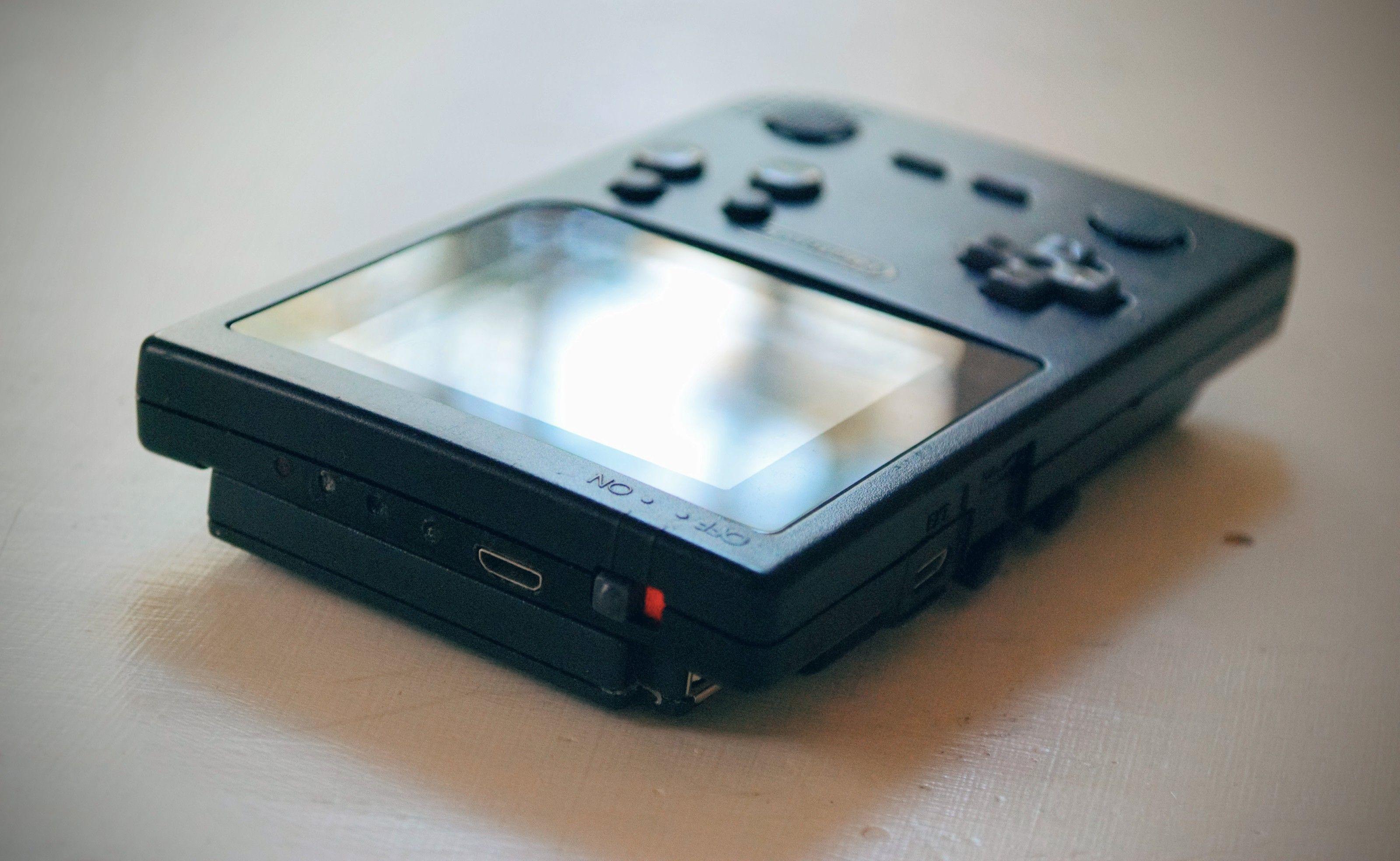 PiSP Pocket: Raspberry Pi 3 crammed inside a Gameboy Pocket, capable