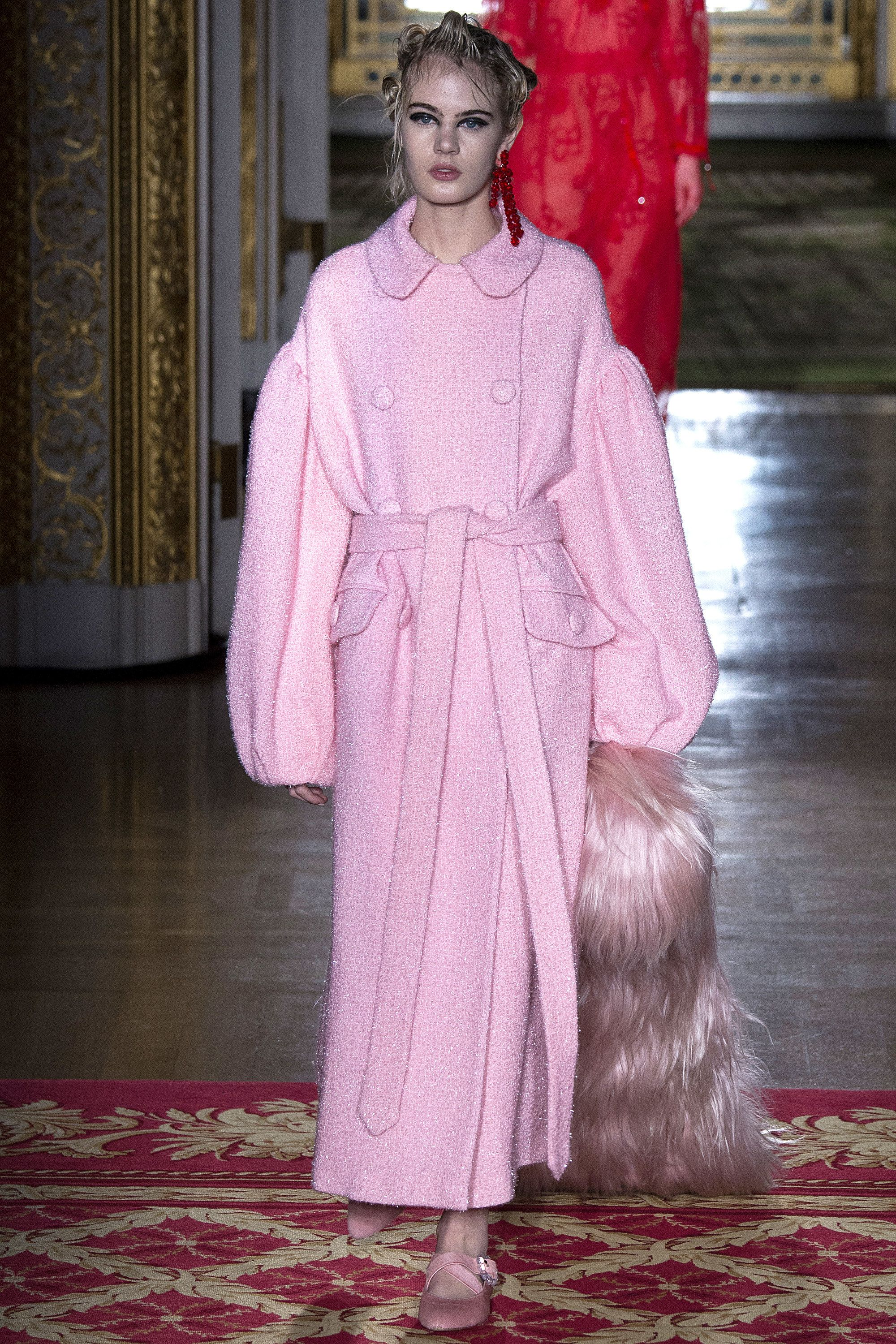Simone Rocha Fall 2016 Ready-to-Wear Fashion Show  http://www.theclosetfeminist.ca/  http://www.vogue.com/fashion-shows/fall-2016-ready-to-wear/simone-rocha/slideshow/collection#23