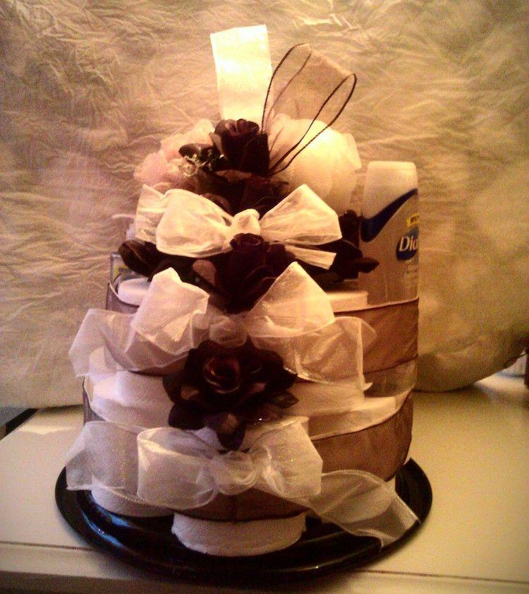 Torte Aus Toilettenpapier Selber Machen Torte Mal Anders Gestalten Mit Bildern Toilettenpapier Toilettenpapier Kuchen Klorollen Basteln
