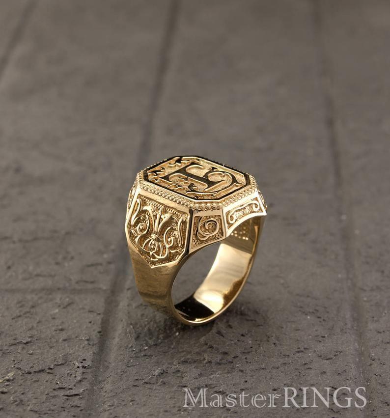 Mens Signet Ring With Letter Personalized Mens Signet Ring Initial Yellow Gold Ring Big Mens Signet Ring Unique Ring Unique Men S Gift Anillos De Oro Para Hombre Anillos De Oro Amarillos