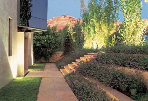 Resultado de imagen de hacer escalera con traviesas de for Ideas jardin desnivel