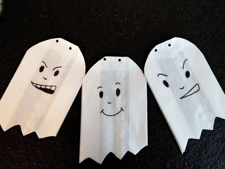 Schaurige Fensterdeko - eine Geistergirlande zu Halloween - Puddingklecks #halloweendekobasteln