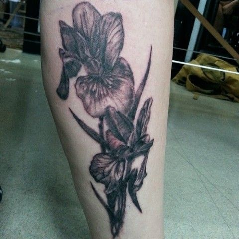Photo Realistic Black And Grey Iris Tattoo By Ian Manley Iris Tattoo Tattoos Flower Tattoo