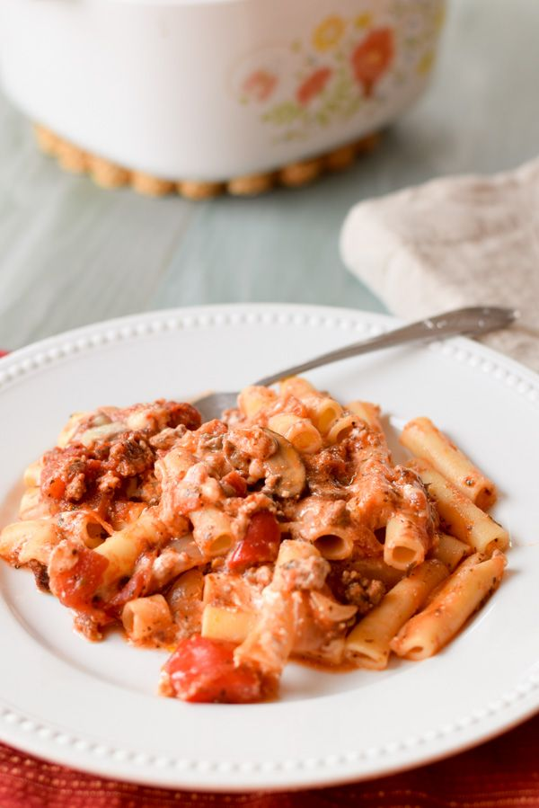 This Is The Best Baked Beef Ziti Recipe I Ve Ever Had The Secret Is Instead Of Ricotta Cheese I Use Sour Cream Baked Ziti Easy Baked Ziti Ethnic Recipes
