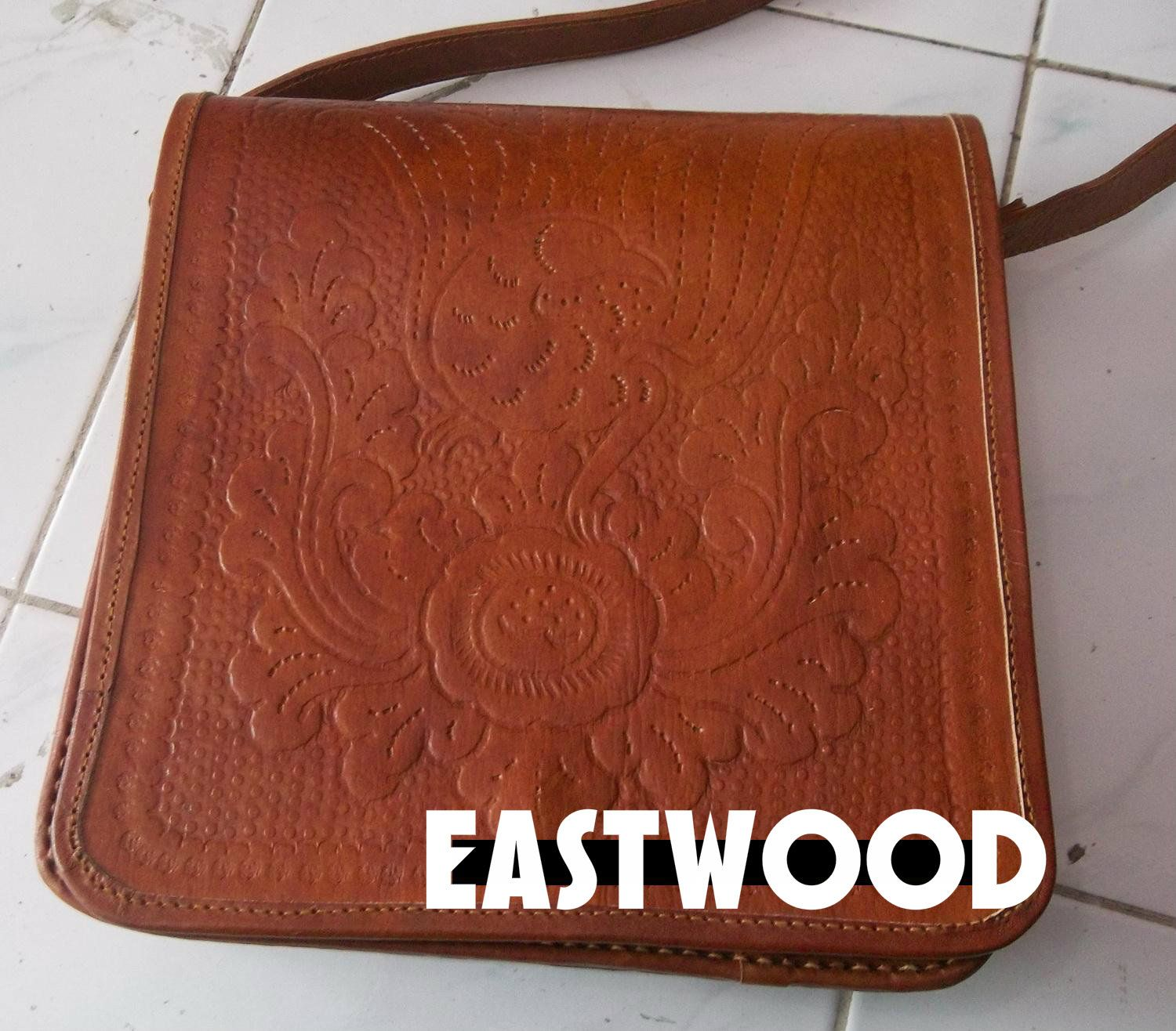 Bag for IPAD, price: 70 USD / piece, special price if buy more than 20 pieces, 20 pieces = $ 1000 pahlewi77@gmail.com