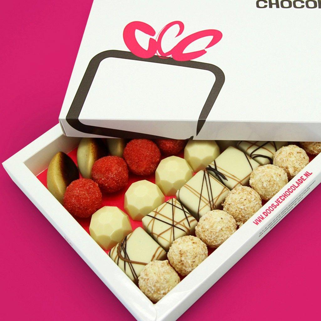 Bonbons & Truffels • Wit Middel | Een combinatie van echte witte chocoladeklassiekers: een bonbon & truffel van witte chocolade | doosjechocolade.nl