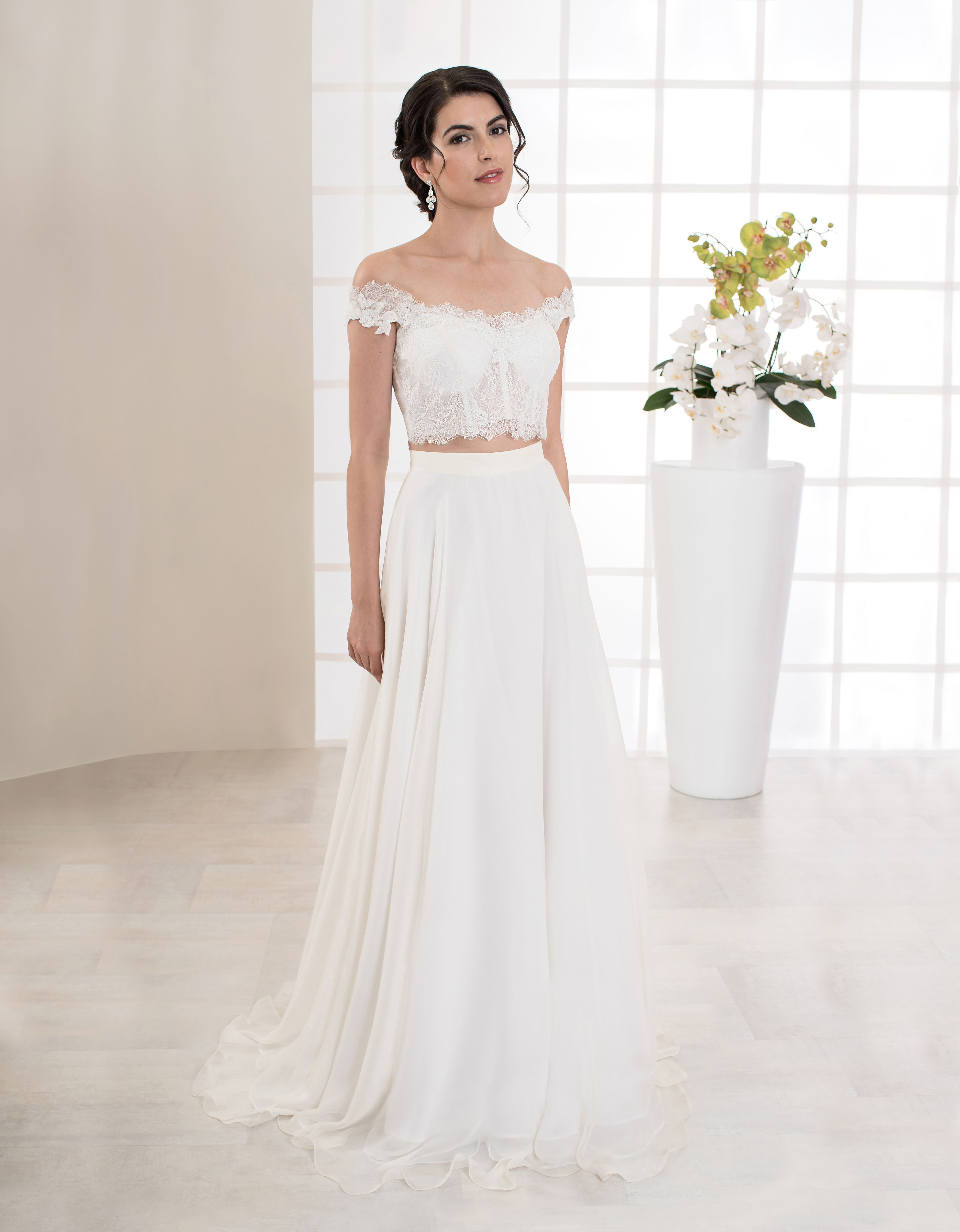 Außergewöhnliches zweiteiliges Brautkleid aus feinsten