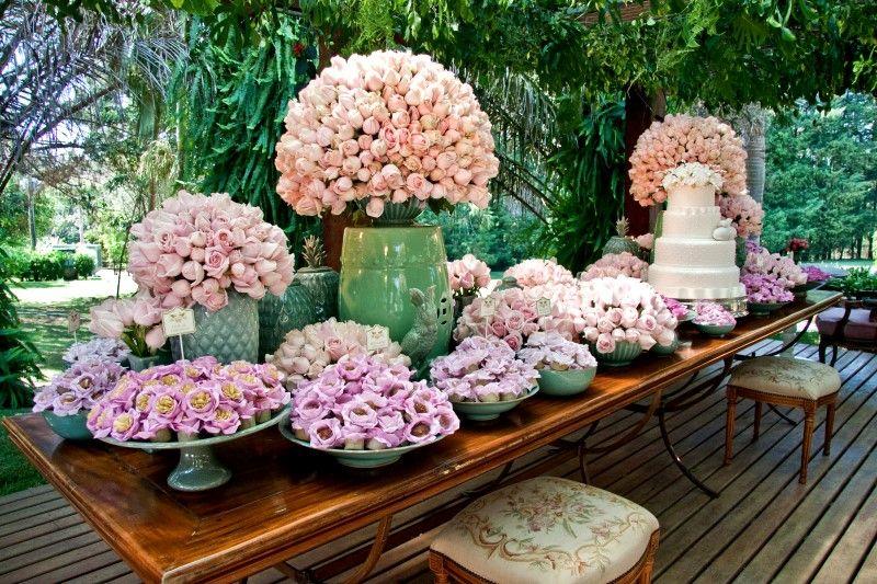 Decorador Roni Vieira (mobiliário Festah), florista André Pedrotti e buffet Le Lui