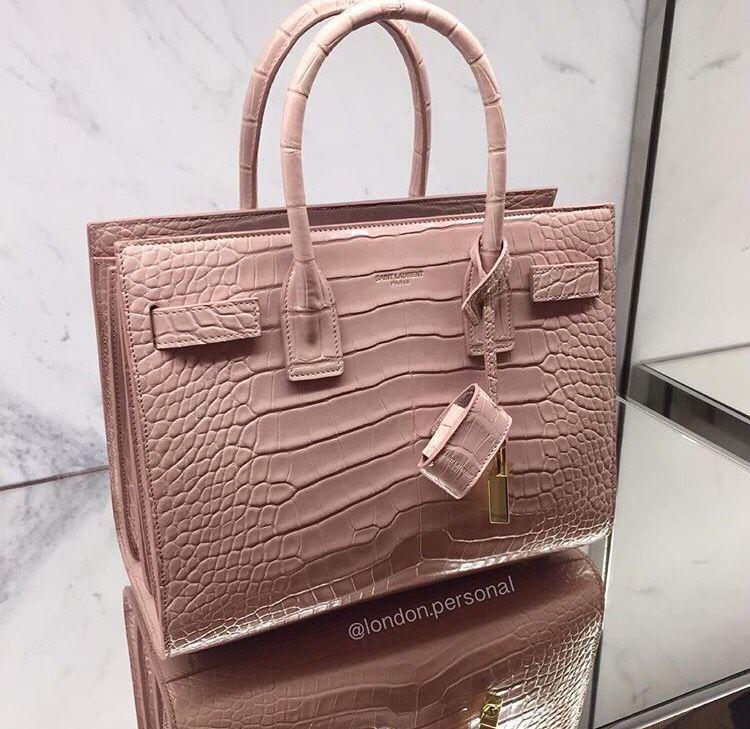 39376e914ea Pin de ADITHI SHETTY em stylish women bags