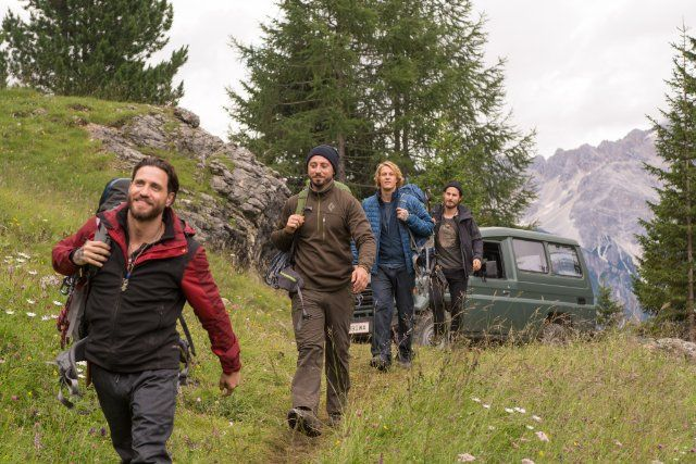 Pictures & Photos from Point Break (2015) - IMDb | Point
