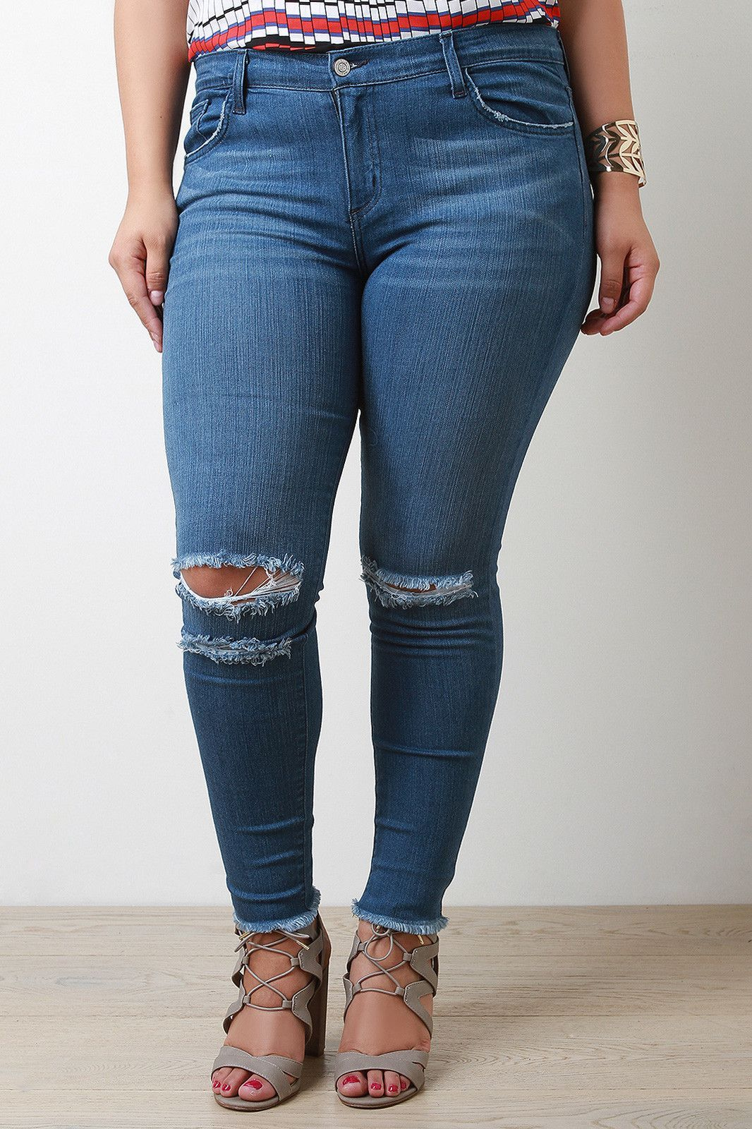 77324d000ef90 These trendy plus size jeans features a mid rise skinny jean fit