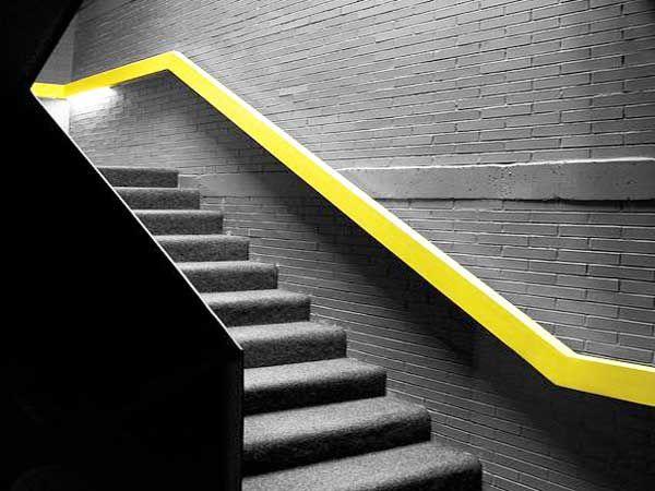 Cage d\'escalier : 20 idées déco pour un bel escalier | Jaune fluo ...