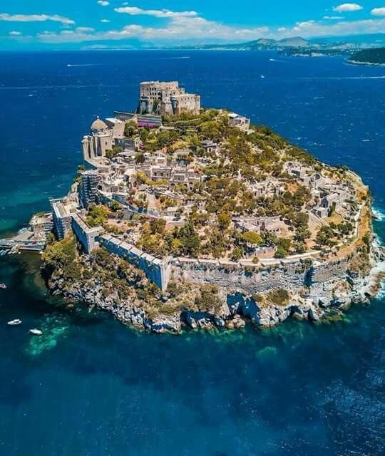 Isla Ichia Napoli Aragonese Italien Rejser Og Rejse