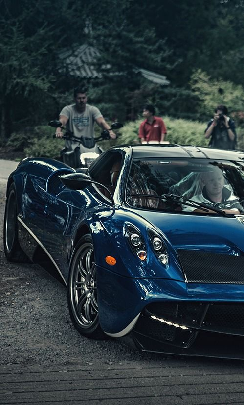 les 25 meilleures id es de la cat gorie pagani huarya sur pinterest pagani huayra belles. Black Bedroom Furniture Sets. Home Design Ideas