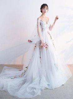 Weißen Trägern langen Tüll Abendkleid mit Spitze, charmantes Partykleid   – korean outfits