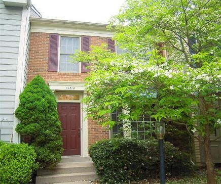 3 Finished Level Town Home in Great Location! 14514 Battery Ridge Lane, Centreville, Virginia. 3 bedrooms, 3 baths, 1 partial bath, 1950 sq ft., .03 lot size, Colonial Townhouse.  Spencer Marker & co.  www.seln4u.com