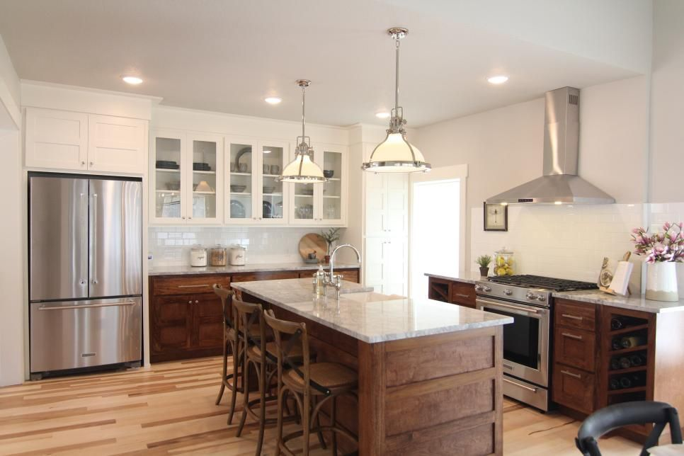 Love The Wood Base Cabinets With White Uppers A Very Unique Look